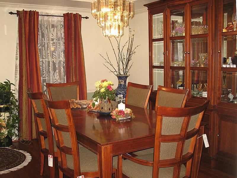 下一步的任务是装修客厅.图1:装修好的饭厅一侧.  更多 >